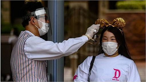Coronavirus lockdown vs fear: What's delaying economic recovery?-_113579068_gettyimages-1223659708.jpg