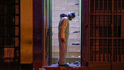 Thomas Restobar Club: Crush kills 13 as Peru police raid party violating lockdown-_114077508_perucrushgetty1.jpg