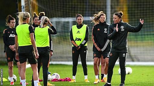 Man Utd: Casey Stoney defends club after Megan Rapinoe criticism-_115486475_gettyimages-1283649263.jpg
