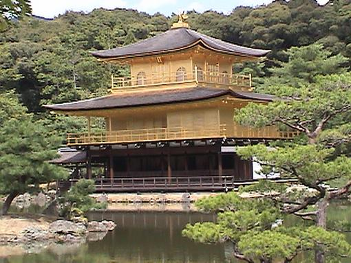 Discover Japan On Line (Video + Stills)-kyotogoldpavclosegreenonallsides.jpg