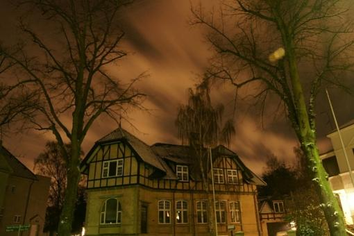 Outdoor night photography and tripod-scary-house2.jpg