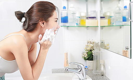 How to choose a cleansing foam? To suit their own skin-ahr0chm6ly9zlmlzyw5vb2suy29tl3dvlzavdwqvmzmvmty3mjyzl2yuanbn.jpg