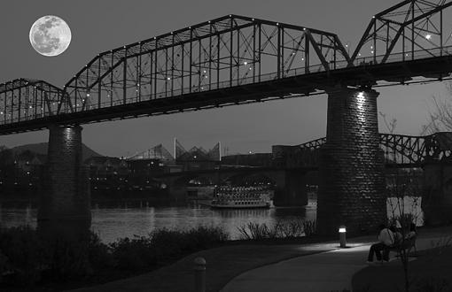 Walnut Street Bridge from Coolidge Park-walnut-street-bridge-w.moon.jpg
