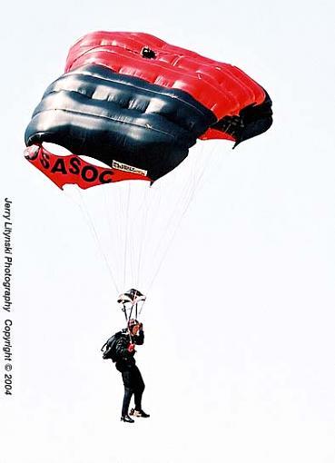 Jumper-0__n_09-crop_n8008s_vr80_ko100_4apr04_chute-u545c.jpg