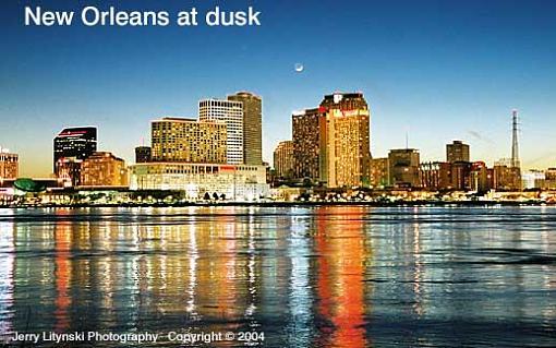 On the Mississippi River at dusk-001_u_35-crop_n8008s_28-75mm_su200_tpod_21feb04_new-orleans-u518c.jpg
