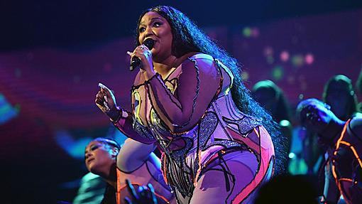 """The music industry in the UK has called for the termination of """"inappropriate"""" BAME.-_110656499_lizzogett.jpg"""