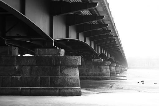 mass avenue bridge at morning (b&w)-mass_ave_bridge_bw_filtered_adjusted_lowres.jpg