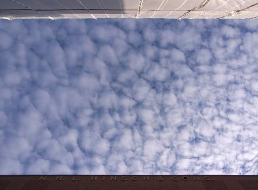 October Photo Project: Look Up-speicherstadt-sky-640-breit.jpg
