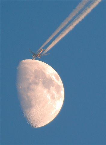 Name:  moon plane1.jpg Views: 191 Size:  23.2 KB