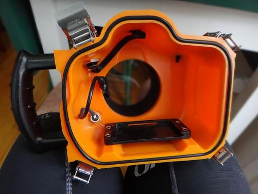 AquaTech Sport Housing for Canon 7D-Review-03.jpg