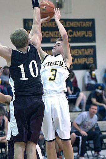 More Basketball-_mg_0238-2.jpg