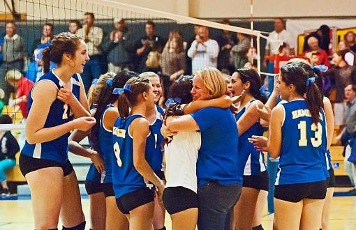 Volleyball: Hamilton wins, advances to finals-7rb_0381_2.jpg