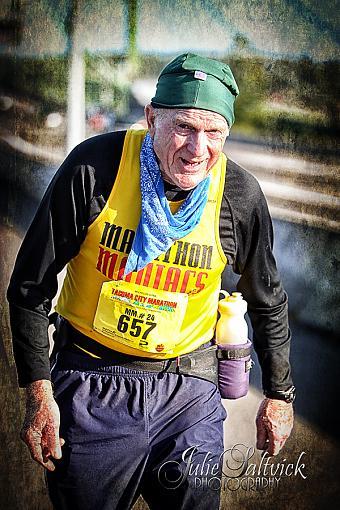 Inspiring marathon runner-1378-tcm2013wmnotext.jpg
