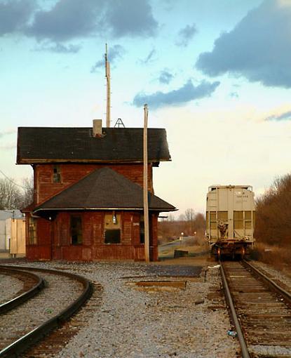No words: Tracks-waiting-station-clone.jpg