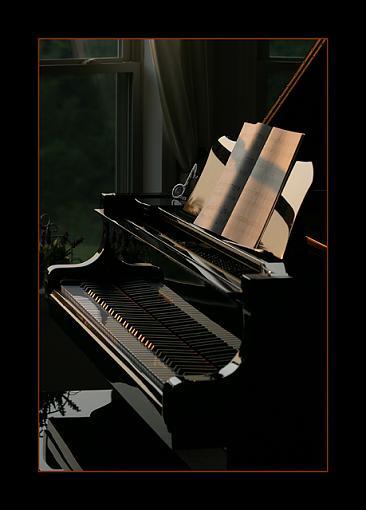 Other hobbies-pianoatsunset.jpg