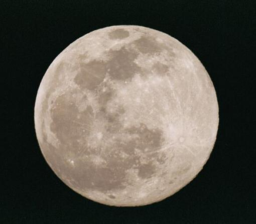 I Can't Believe It Took Me Two Weeks...-full-moon-500th-second-04-apr-04-r640.jpg