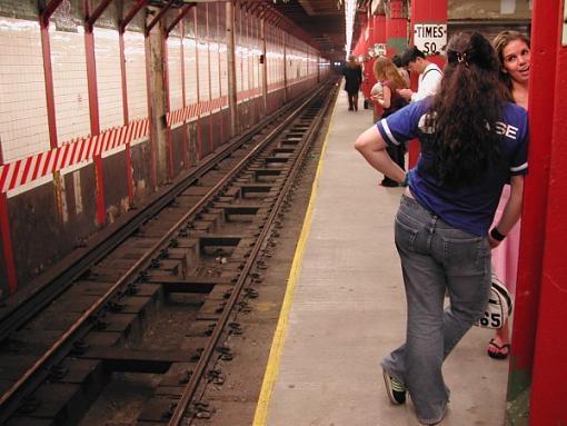 NYC Mini Gathering Pics.....-girl-subway.jpg