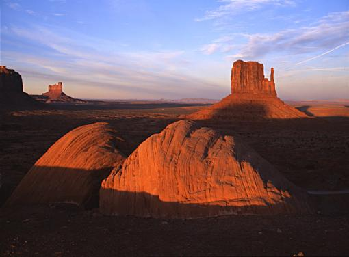 Travelogue - Lake Powell-monument-2.jpg