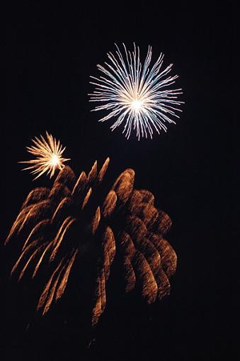 More Fireworks (no tripod)-fireworks_4sm.jpg