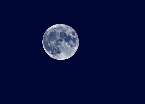 Shooting the moon... who can shed some light?-bluemoon1.jpg