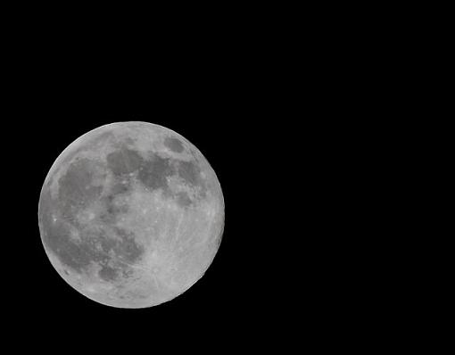 Get Out Your Cameras and Telephoto Lenses-moon2a.jpg