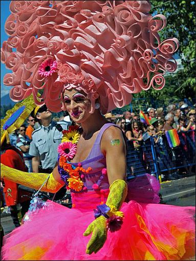Paris Gay Pride-priscilla-queen-mountains.jpg