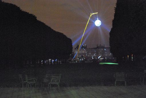 Paris Nuit Blanche - artistic happening by prime-1-parc.jpg