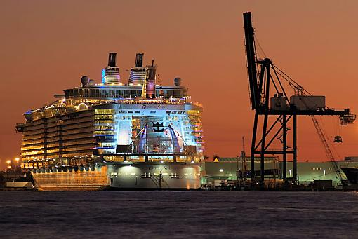 World's largest cruise ship (for now)-oasis5494sm.jpg
